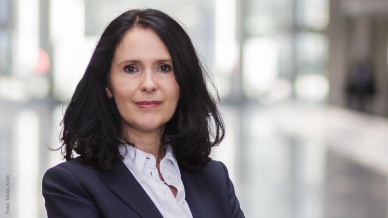 Armin Laschet gratuliert Elisabeth Winkelmeier-Becker zu ihrem neuen Amt als Parlamentarische Staatssekretärin